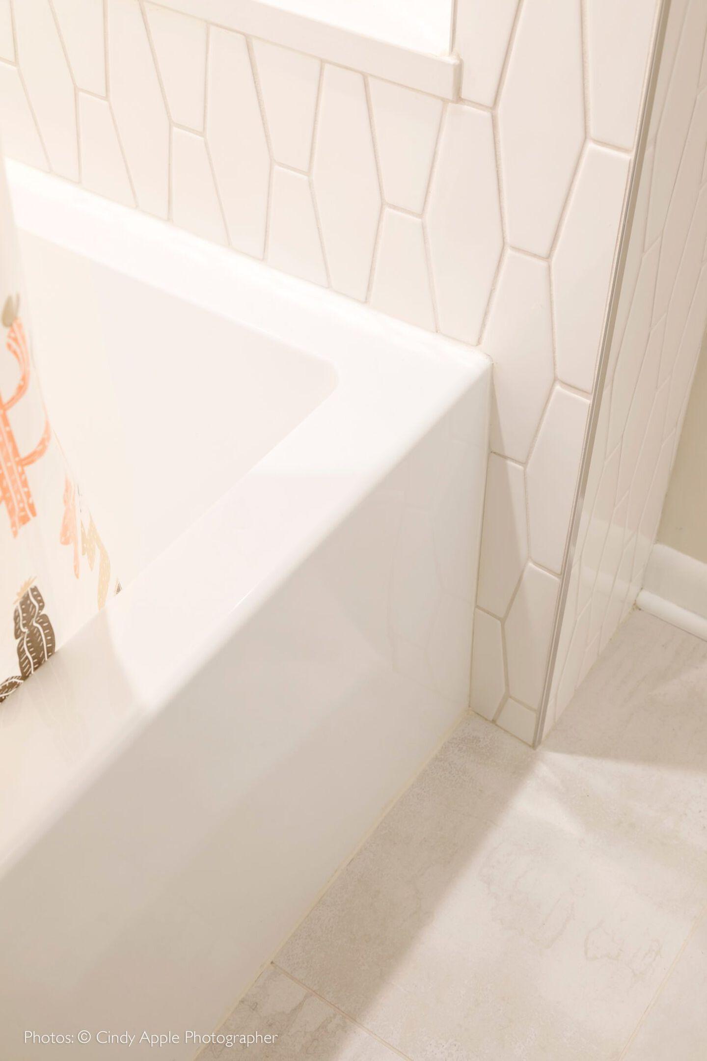 Linea skirted bath