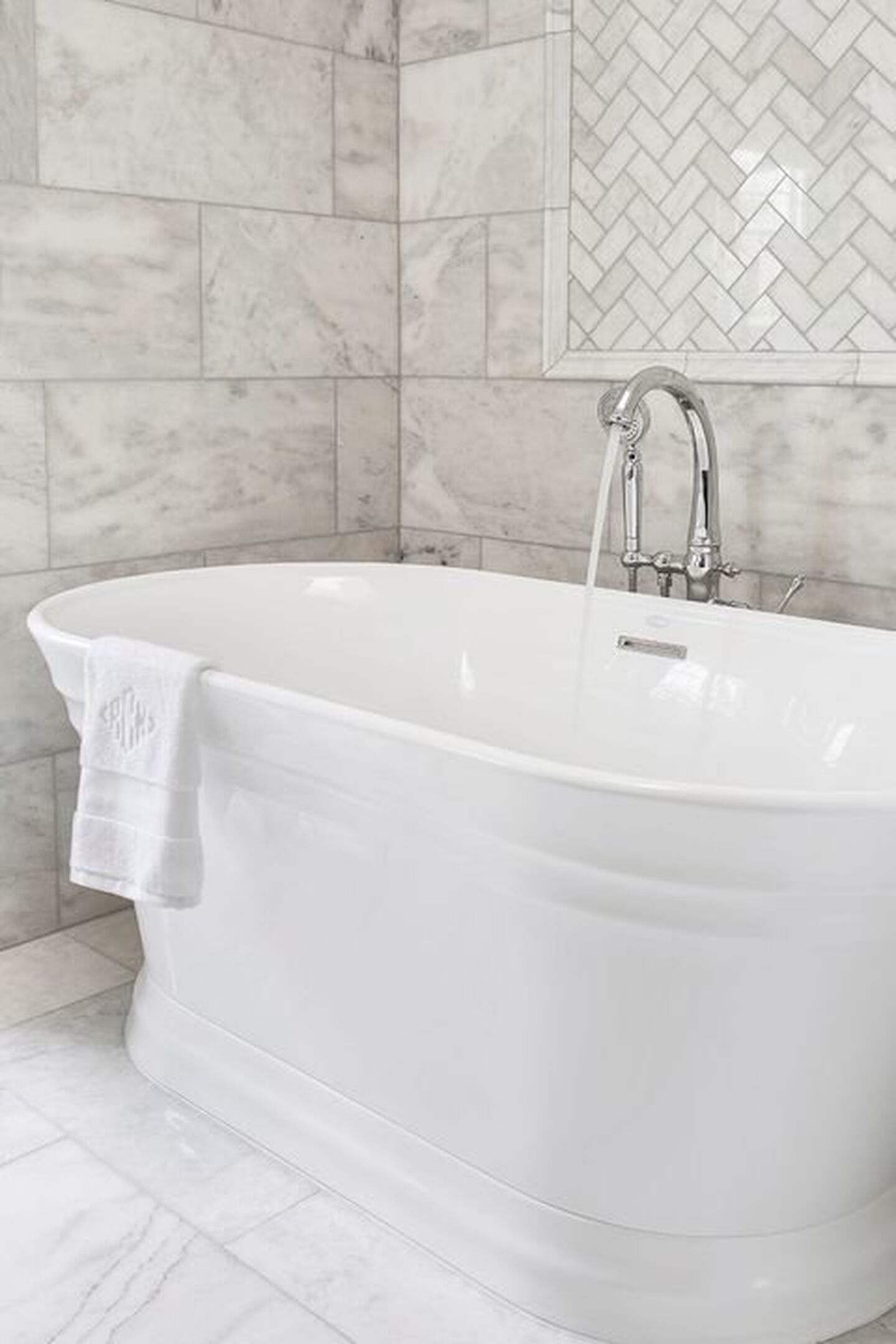 The Serafina Freestanding tub