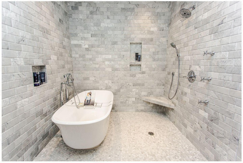 The Jacuzzi Azzurro Freestanding tub