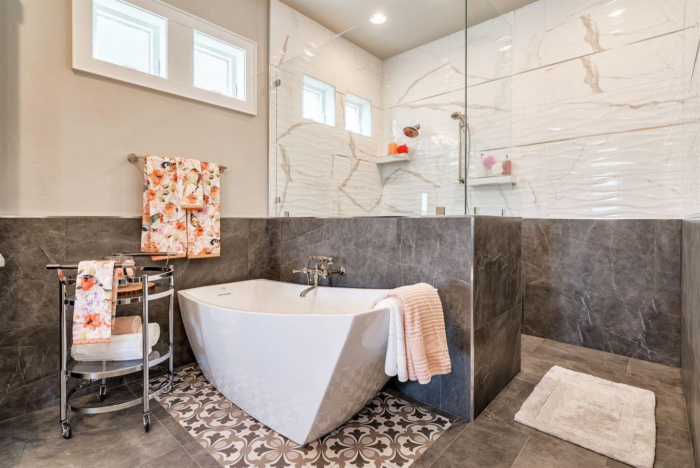 The Stella bathtub