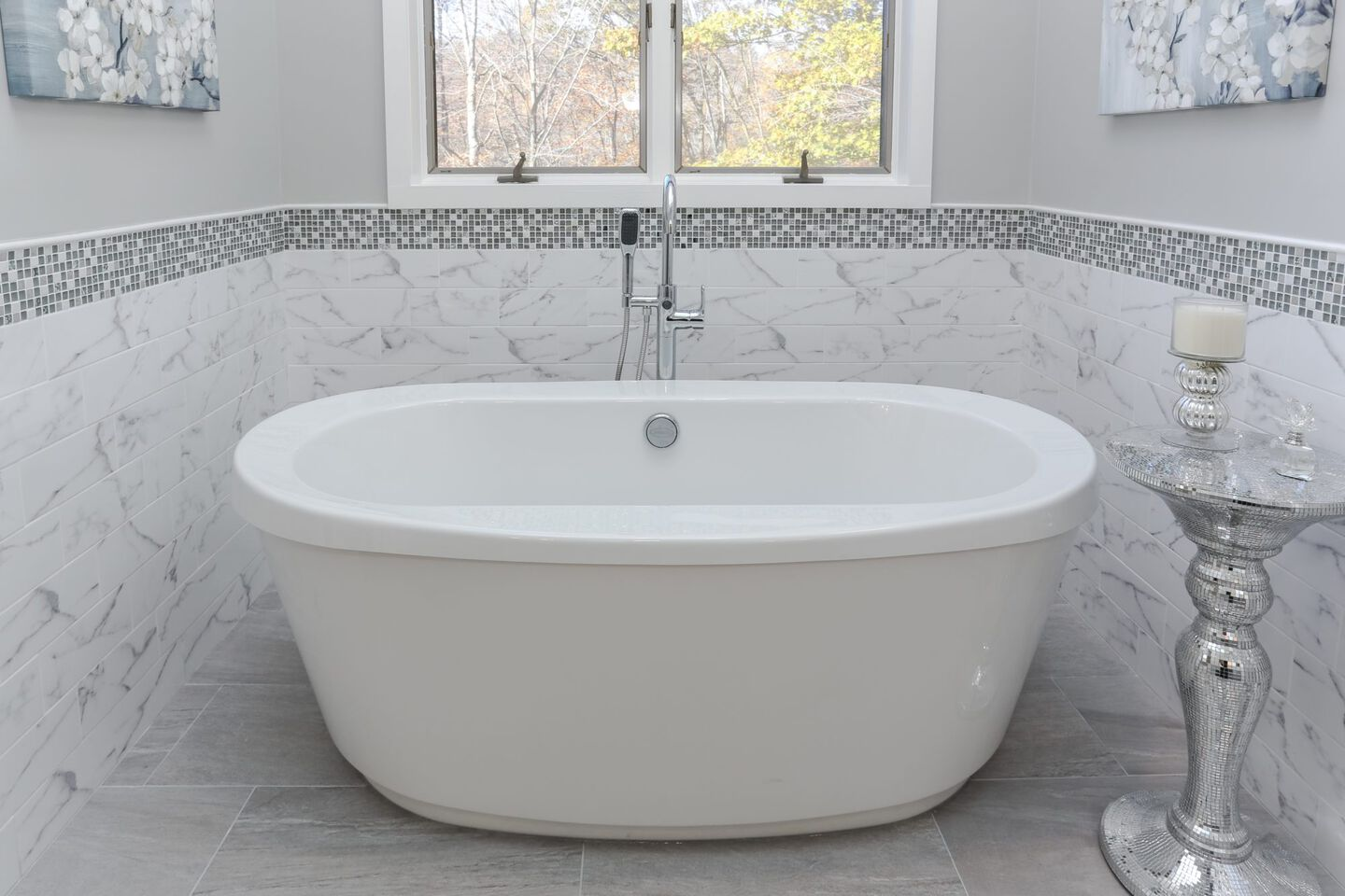 Bravo Freestanding Bath in White
