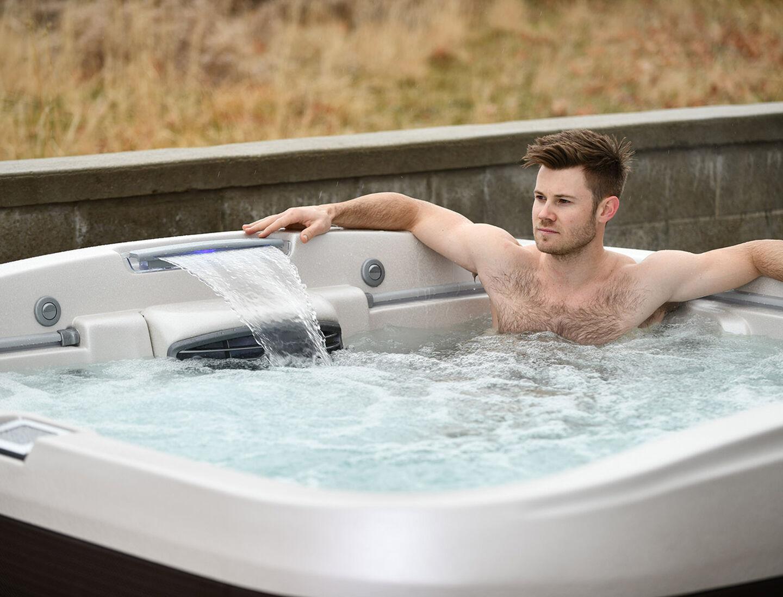 Joey Mantia in his hot tub
