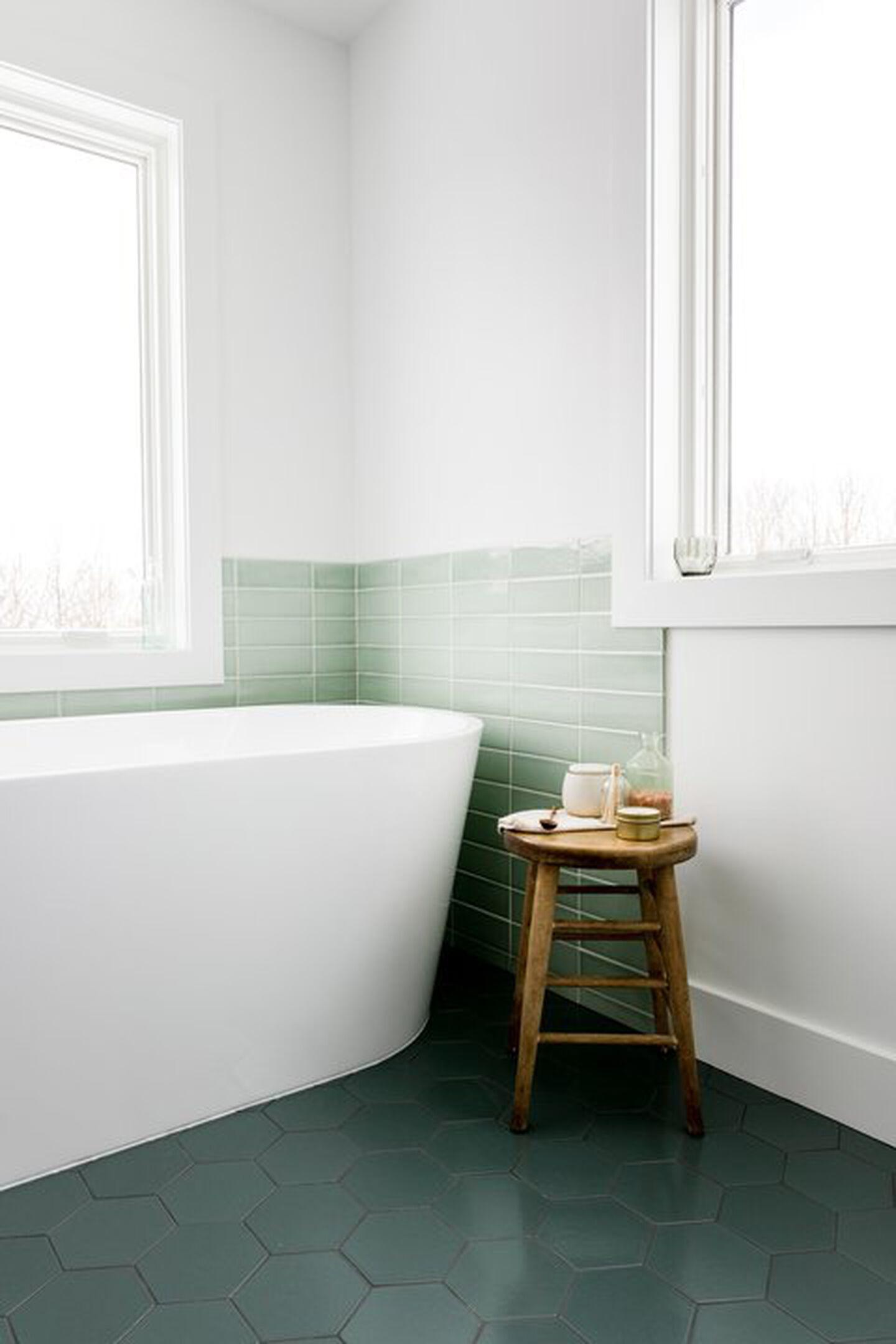 Linea freestanding bath